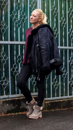 Outfit: Winter Style | Worst Behavior WRSTBHVR Shearling Jacket X Mustang Schnür Boots | Ready for Snow | Hot Port Life & Style | 30+ Style Blog Winter Looks, Boyfriend Jeans, Mustang, Winter Outfits, Shearling Jacket, Trends, Gorgeous Women, Punk, Lifestyle