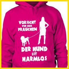 Beagle: Vorsicht vor dem Frauchen – der HUND ist HARMLOS  COOLES SHIRT, EXKLUSIVES MOTIV, LUSTIGER SPRUCH! Unser lustiges Hunde Sprüche Shirt / Hoodie ist das ideale Geschenk für Hundehalter, Hundebesitzer, Frauen & Frauchen!   Hund / Hundeshirt / Funshirt / Hundesprüche-Shirt / Spruch-Shirt / Motiv-Shirt / T-Shirt Motive / Langarmshirt / Ladyshirt / Top / Sweatshirt / Hoodie / Kapuzenshirt / Kapuzenpullover / Damen Hoodie / Pullover Bluse