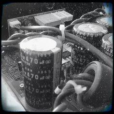 Vecchi ricordi elettrostatici  Old electrostatical memories  #old #vintage #b&w #black #white #capacitors #500v #electronic #electrostatic #instashoot #picoftheday #photooftheday #electronicengineering
