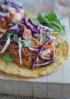 Slow Cooker Barbecue Chicken Tostadas with Cole Slaw from Bev Cooks; this sounds great for a Slow Cooker Summer Dinner! [via Slow Cooker from Scratch] Crock Pot Slow Cooker, Crock Pot Cooking, Slow Cooker Recipes, Crockpot Recipes, Cooking Recipes, What's Cooking, Healthy Recipes, Tacos Crockpot, Easy Recipes