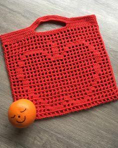 Binemor: Min mors hæklerier Chrochet, Crochet Yarn, Crochet Stitches, Crochet Top, Crochet Patterns, Crochet Accessories, Straw Bag, Knitting, Planter