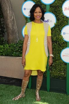 Garcelle Beauvais pairs a long crochet vest with a neon t-shirt dress for a Hollywood benefit (April 2014)