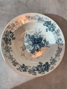 Villeroy & Boch dype tallerkner | FINN.no Fine Porcelain, Plates, Tableware, Kitchen, Blackberries, Licence Plates, Dishes, Dinnerware, Cooking