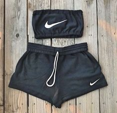 All black NIKE Tube Top and Shorts A nice out fit to relax in after a good workout. All black NIKE Tube Top and Shorts A nice out fit to relax in after a good workout. Cute Lazy Outfits, Chill Outfits, Teenage Outfits, Teen Fashion Outfits, Sporty Outfits, Swag Outfits, Outfits For Teens, Trendy Outfits, Cute Nike Outfits