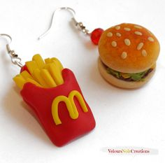 McDonald's fries and sandwich earrings polymer clay, by Velours Noir Crèations, 8,00 € su misshobby.com