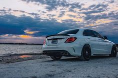 "13.9 mil Me gusta, 37 comentarios - Mercedes-Benz USA (@mbusa) en Instagram: ""Only thing that can compete with a sunset this stunning: the #AMG C 63 S. #C63S  @forrestsonntag,…"""
