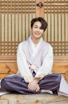 Why is he so soft? Btob Ilhoon, Im Hyunsik, Lee Changsub, Lee Minhyuk, Lee Junho, Rapper, Writing Lyrics, Golden Child, Crazy People