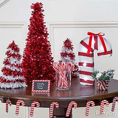 Set up a merry and bright entryway tablescape!