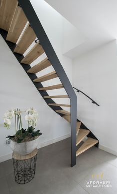 Open Trap, Bali House, Steel Stairs, Interior Stairs, Interior Decorating, Interior Design, Staircase Design, Easy Home Decor, Diy Bedroom Decor