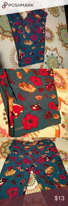Leggings. OS lularoe flowers and artsy butterflies A great pair of buttery soft leggings One Size (for 2-12) by LuLaRoe. These were worn and washed twice, inside out and air dried as per brand instructions...the results? Leggings that still look brand new! Fun pattern of artsy butterflies and flowers in mixtures of earth tones and deep pinks/maroon. Background is a darker teal-ly green shown best in third picture. LuLaRoe Pants Leggings