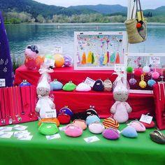 Avui estem de fira en un entorn immillorable! Si ens vols trobar vine a la Fira de la Ramona a Banyoles!  Hoy estamos en una feria con un entorno inmejorable! Si nos quieres encontrar ven a la Feria de la Ramona en Banyoles!  #Fira #FiraDeLaRamona #Banyoles  #Amigurumi #Amigurumis #Dormilon #Dormilón #Doudous #Rosa #Crochet #CrochetToy #CrochetAddict #Ganchillo #Labores #RegaloArtesanal #RegaloPersonalizado #Regalo #HandMade #HechoAMano #Manualidades #HechoPorMi #FetAMa #FetPerMi #Monaders…