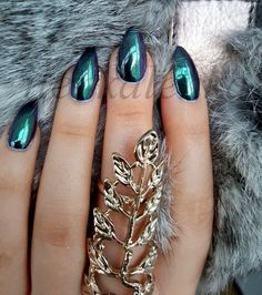 Nail art Christmas - the festive spirit on the nails. Over 70 creative ideas and tutorials - My Nails Purple Chrome Nails, Blue And Silver Nails, Chrome Nail Art, Metallic Nails, Green Nails, Blue Nails, Hair And Nails, My Nails, Crome Nails