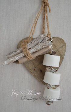 Zeepketting. Houten hartje, drijfhout, schelpjes & zeepkralen in vele kleurtjes | Hartjes van hout | Joy@home