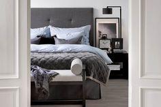 Madrasser, gavler, sengekapper, dyner, puter og sengetøy. Cosy Bedroom, Bedroom Inspo, Master Bedroom Design, Modern Bedroom, Gray Interior, Interior Design, Boutique Homes, The White Company, Interior Inspiration