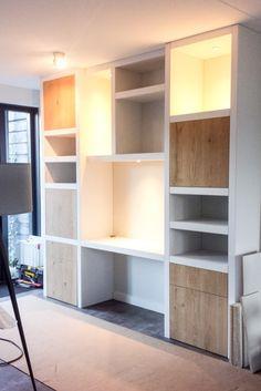 Kastenwand – werkplek in de woonkamer – Creatief op maat Home Living Room, Living Spaces, Kids Room Design, Home Interior Design, Shelving, Bookcase, Sweet Home, Bedroom Decor, New Homes