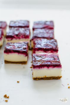 nepečené cheesecake řezy s lesním ovocem Valspar, Cheesecake, Ricotta, Quiche, Deserts, Easy Meals, Food And Drink, Sweets, Baking