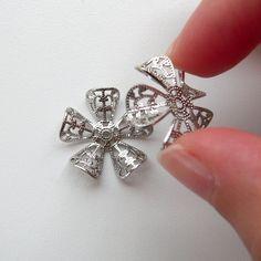 お花の透かしパーツを組み合わせて、立体的な円盤型のパーツを作りました。正面から見ると、絞り出しクッキーのようにも見えます。... Blog Entry, Brooch, Stud Earrings, Jewelry, Jewlery, Jewerly, Brooches, Stud Earring, Schmuck