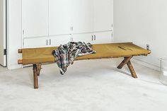 ベッドとソファの中間的役割を果たす 「PUEBCO」のナップベンチが便利! 明日のだらだらのための リラックス家具&雑貨 CREA WEB(クレア ウェブ)