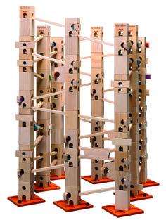 In diesem Kugelbahn-Baukasten sind alle Bauteile und Klangplatten (176 Teile) drin, um die Melodienbahn - Stille Nacht - aufzubauen und abzuspielen. Es gibt auch ein Komplett-Set, mit diesem können alle 12 Melodien vollständig aufgebaut werden.