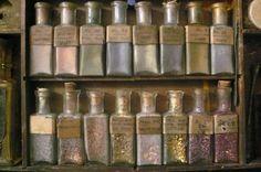 Early paintbox set / Fraktur pigment in bottles. 18th century.