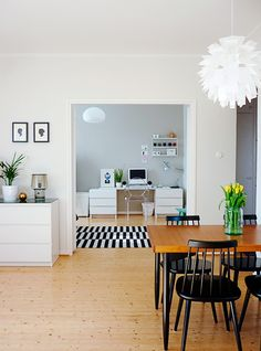 Via uusi muste black, white and wood ikea stockholm rand rug My Living Room, Home And Living, Living Spaces, Interior Design Inspiration, Room Inspiration, Scandi Living, Home Goods Decor, Home Decor, Interiores Design