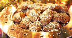 Sweet Christmas -Φτιάξτε μελωμένα μελομακάρονα χωρίς ζάχαρη με ένα μυστικό υλικό Greek Desserts, Greek Recipes, All Recipes Cookies, Dessert Recipes, Cookies Policy, Pretzel Bites, Stevia, Sugar Free, Sweets