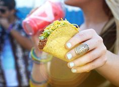 140 cal - TACO BELL Fresco (replace cheese with pico de gallo) Chicken Crunchy Taco Best Nutrition Apps, Nutrition Tracker App, Nutrition Articles, Diet And Nutrition, Nutrition Guide, Low Sodium Fast Food, No Sodium Foods, Low Sodium Recipes, Taco Bells