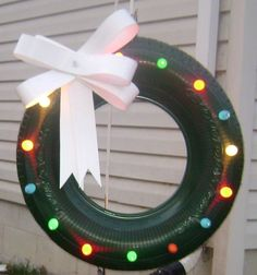 Christmas decorations with rims or tires - Dale Details Redneck Christmas, Country Christmas, Christmas Art, Christmas Projects, Christmas 2019, Christmas Holidays, Christmas Wreaths, Christmas Ornaments, Pimp Your Bike