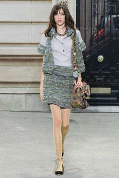 Chanel Spring 2015 Ready-to-Wear Fashion Show - Grace Hartzel (Next)