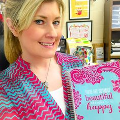 When you get to school and realize you and your @erincondren planner are twins. And, your lunchbox (in the background) even matches too. ❤️ #ECFanFriday @goldprojectblog