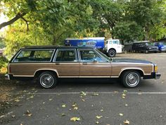 '85 Ford Country Squire LTD Station Wagon Classic