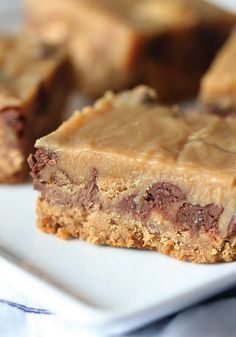 Craving the crispety, crunchety, peanut-buttery goodness of BUTTERFINGER® candy bars? Instead of eating them straight from the wrapper, use this tasty treat to make Outrageous Peanut Butter Candy Bars. Bring them to your next family gathering or Game Day party. It's the perfect dessert for any event.