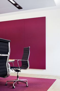 A total of 325 Soft Cells, in a variety of different versions, are installed with magnets. The panels are located in conference rooms and the auditorium where acoustic conditions are particularly important. Architect: Professor Christoph Mäckler at Architekten