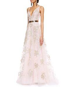 Oscar de la Renta embellished organza gown.