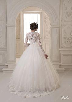 Wedding dress model 950
