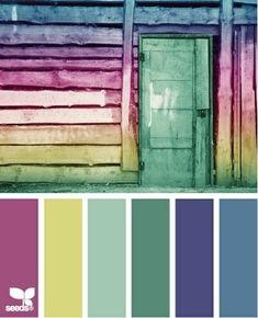Door het toevoegen van een complementaire kleur (roze tegenover blauw/groen) laat je een interieur knallen! Pas op met het toevoegen van te veel complementaire kleuren. Het geheel wordt dan erg bont.