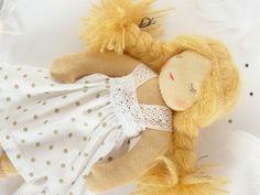 Solange - Poupée d'inspiration waldorf endormie - 25 cm
