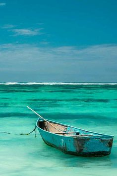 Turquoise/aqua/teal ocean and row boat Pinterest Pinturas, Beautiful Places, Beautiful Pictures, Shades Of Turquoise, Teal, Turquoise Water, Turquoise Color, Peacock Blue, Am Meer