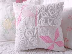 chenille and old quilt combo Sewing Pillows, Diy Pillows, Throw Pillows, Chenille Crafts, Chenille Bedspread, Vintage Pillows, Vintage Quilts, Cute Cushions, Cute Blankets