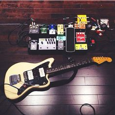 This is an amazing stereo pedal board setup!