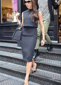 Платье необычного кроя в деловом стиле