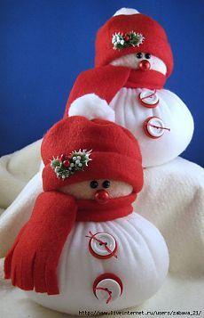Plump snowmen made of Fleece.NO pattern de. Easy Christmas Crafts, Christmas Sewing, Homemade Christmas, Christmas Snowman, Christmas Projects, Christmas Holidays, Sock Snowman, Snowman Crafts, Sock Crafts