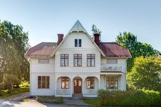 Scandinavian Cottage, Cottage Exterior, Swedish House, Home Additions, Facade House, House Goals, Home Interior, Victorian Homes, Home Fashion
