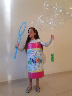 DIY bubble costume-- this is genius! DIY bubble costume-- this is genius! DIY bubble costume-- this is genius! DIY bubble costume-- this is genius! Halloween Costumes For Teens Girls, Last Minute Halloween Costumes, Little Girl Halloween Costumes, Group Halloween, Cool Costumes For Kids, Costume For Girls, Fun Costumes For Women, Halloween Couples, Halloween Halloween