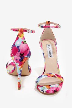 Steve Madden Single Strap Heels - Floral. I saw these in bombay in december, but i was stupid enough not to buy them. #Regrets =(