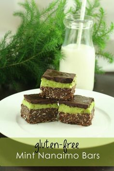 A deliciously healthier twist on the Mint Nanaimo Bars - dyed using organic spinach and using gluten-free ingredients. Options include a egg-free nanaimo bar too. Nanaimo Bars, Gluten Free Desserts, Easy Desserts, Dessert Recipes, Dessert Bars, Low Carb Deserts, Egg Free Recipes, Sweet Tooth, Cooking Recipes