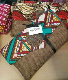 Easy and Fun DIY Christmas Gifts for Mom - Placemat Clutch - Beutel Ideen African Accessories, Bag Accessories, Ankara Bags, Diy Clutch, Clutch Bags, Ethno Style, Diy Sac, Crochet Diy, Christmas Gifts For Mom