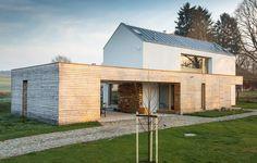 Současný dům respektující tradiční venkovskou architekturu