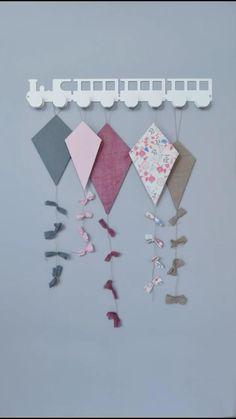 Diy Kite Decorations, Decor Crafts, Crafts For Seniors, Diy Crafts For Kids, Paper Flowers Craft, Paper Crafts, Kites Craft, Art Activities For Kids, Sanya