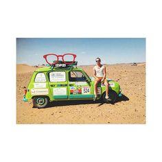 a713aefaca8 Elsa  amp  Victor sont toujours en plein désert au volant de leur voiture  Izipizi et